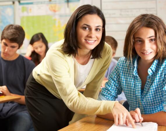 Lehrerin mit Schülerin